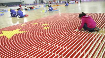 京张学生用29万枚骨牌拼图迎冬奥