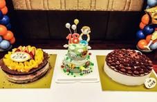 风波后张丹峰晒全家人背影照 为继子庆18岁生日