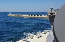 直击舰炮炮口顶着一杯水在海上疾驰:一滴都没撒