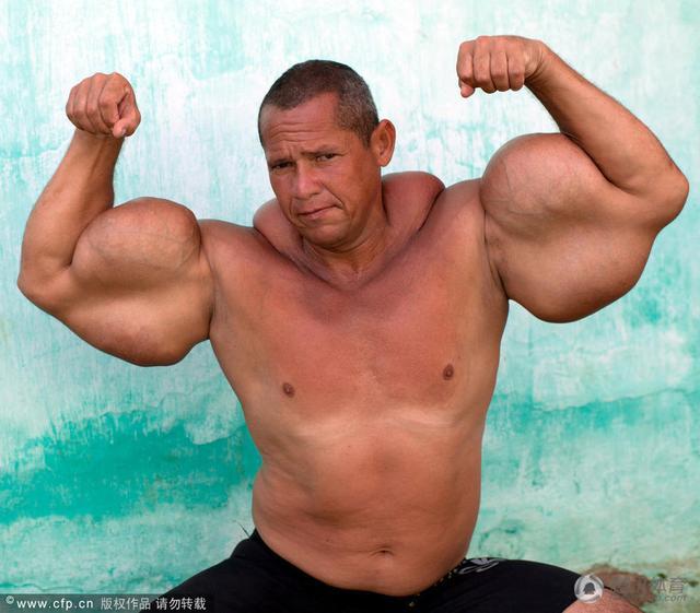 男生腹肌的照片真人_巴西健美男堪称真人版大力水手