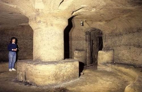 神秘地下世界:3d绘制英中世纪城堡洞穴地牢