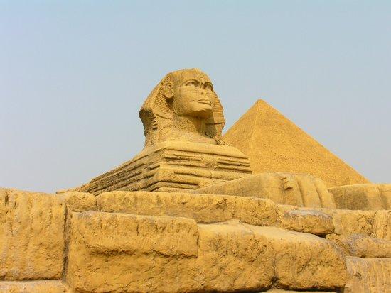 官员考察_吉萨金字塔区6座古墓关闭25年后将重新开放_科技_腾讯网