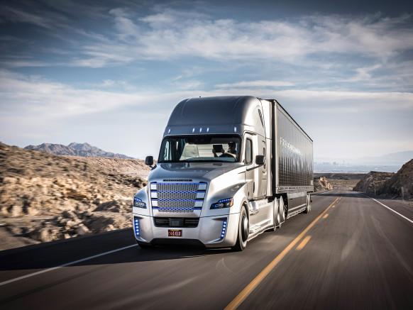 這就是全球第一輛拿到車牌的自動駕駛卡車