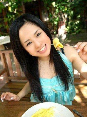 日本成人丝袜av电影_【新闻】「绝对真实」日本av女星苍井空义卖自拍照为玉树地震募捐