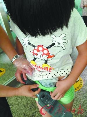 外国男孩小鸡图片_8岁小男孩的小鸡图片图片展示_8岁小男孩的小鸡图片相关图片下载