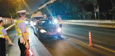 全省交警開展執法 24小時查處221起違法行為
