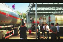 榆林一黑油窝点被依法取缔 查处净油54.15吨