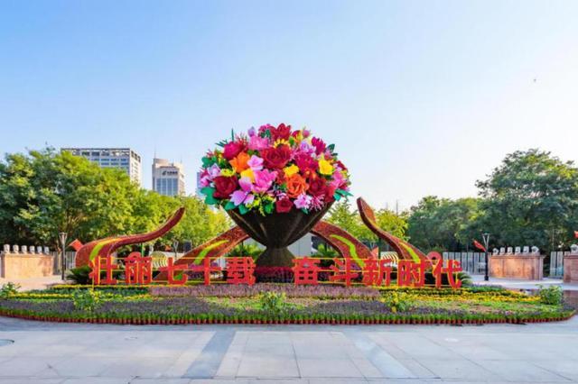 喜迎華誕!十大立體綠雕集體亮相西安高新區