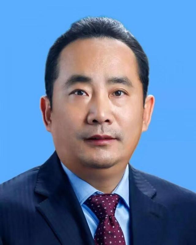 西安男同性服务生_李明远当选西安市人民政府市长 _大秦网_腾讯网
