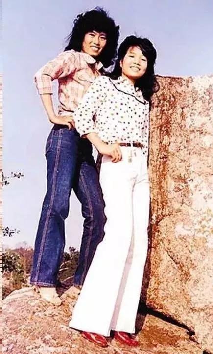 """"""" …… 喇叭褲&闊腿褲 九十年代最不能少的就是它了,而這個款式,近圖片"""