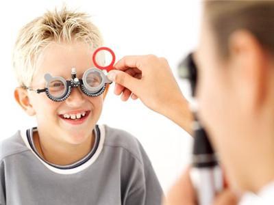 戴眼找不到工作_戴眼鏡會成斗雞眼嗎_非主流戴眼框女頭像